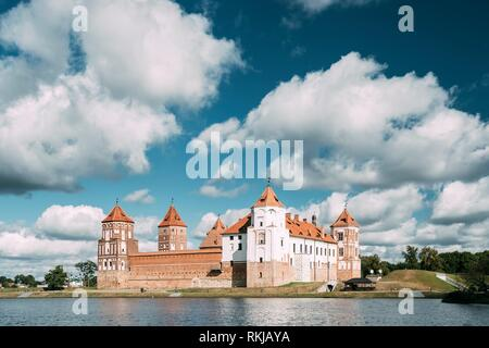 Mir, Belarus. Mir Castle And Lake In Summer Sunny Day. Cultural Monument, UNESCO Heritage. - Stock Photo