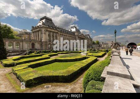 Views of the royal palace with its gardens in the capital of Belgium. Horizontal take of day. - Stock Photo
