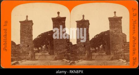 City gate. St. Augustine, Fla. Robert N. Dennis collection of stereoscopic views United States States Florida. Stereoscopic views of the city walls - Stock Photo