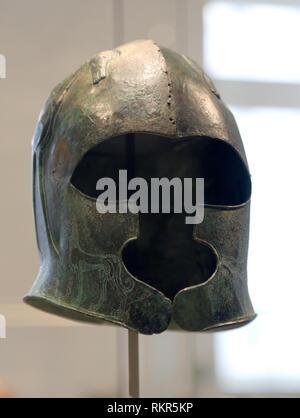 Bronze helmet. Cretan, late 7th century B.C. Greece. The Met. NY, USA. - Stock Photo