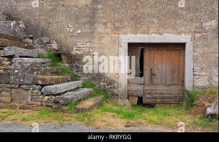 A derelict building in the historic little village of Zrenj near Oprtalj in Istria, Croatia - Stock Photo