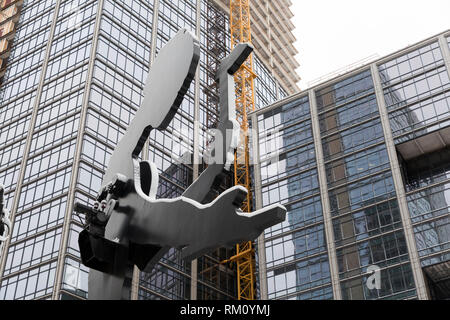 Seattle, Washington: Covered in a layer of fresh snow, Jonathan Borofsky's landmark 'Hammering Man' at Seattle Art Museum continues to hammer away as  - Stock Photo
