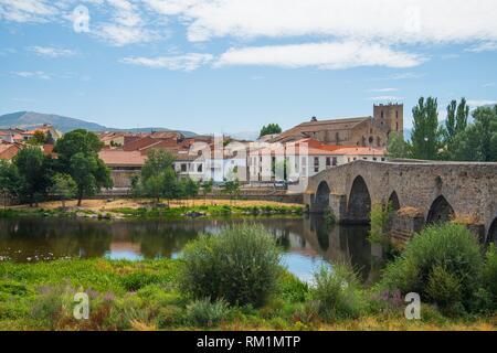 River Tormes, medieval bridge and overview of the village. El Barco de Avila, Avila province, Castilla Leon, spain. - Stock Photo