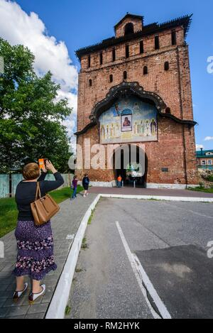 Russia, Kolomna. Pyatnitskie gates in the Kolomna Kremlin. - Stock Photo