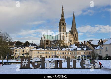 Chatelet square and the Cathedral of Chartres in the snow, department of Eure-et-Loir, Centre-Val-de-Loire region, France, Europe. - Stock Photo