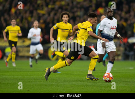 London, UK. 13th Feb, 2019. Soccer: Champions League, Tottenham Hotspur - Borussia Dortmund, knockout round, round of sixteen, first legs in Wembley Stadium: Dortmund's Jadon Sancho (2nd from right) and Davinson Sánchez (r) from Tottenham try to get the ball. Credit: Bernd Thissen/dpa/Alamy Live News - Stock Photo