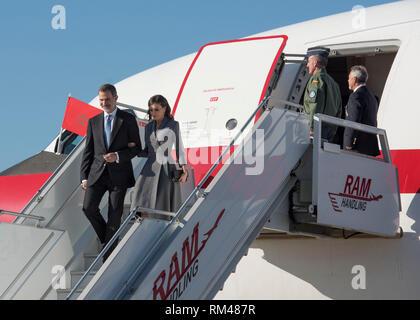 (190213) -- RABAT, Feb. 13, 2019 (Xinhua) -- Spanish King Felipe VI (1st L) and Queen Letizia arrive at the Rabat-Sale Airport in Rabat, Morocco, on Feb. 13, 2019. Spanish King Felipe VI and Queen Letizia arrived Wednesday in Rabat for a two-day visit. (Xinhua) - Stock Photo