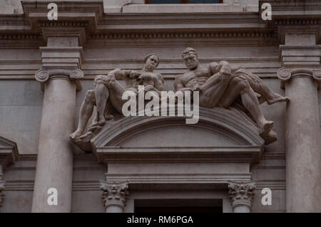 Eighth marble trabeation of the Palazzo Nuovo, Mai library in Bergamo, Italy. Detail of the ornamental marble statues, works by Tobia Vescovi. - Stock Photo