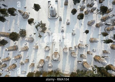 Beijing, China. 10th Jan, 2019. Aerial photo taken on Jan. 10, 2019 shows the snow-covered Pagoda Forest of Shaolin Temple in Dengfeng City, central China's Henan Province. Credit: Feng Dapeng/Xinhua/Alamy Live News - Stock Photo