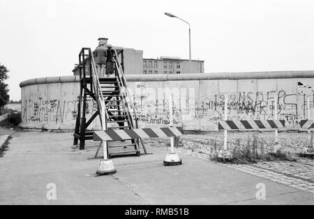 Observation tower on the Berlin Wall in the Stresemannstrasse in the district of Kreuzberg. - Stock Photo
