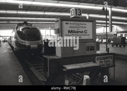 Series of the historical Muenchen Hauptbahnhof, October 1971. Platform with a Trans Europ Express from Milano. - Stock Photo