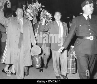 Arrival of the team in Lindau. DFB Vice-President Huber and Max Morlock welcome the fans. In 1954 Germany won its first World Cup in Switzerland. - Stock Photo
