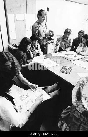 Pupils of the 12th year of the Gesamtschule Muelheim an der Ruhr during a discussion of an art exam. - Stock Photo