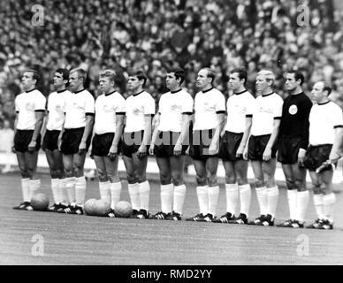 The German national team in the final of the FIFA World Cup against England. From left: Hoettges, Overath, Held, Haller, Weber, Emmerich, Schulz, Beckenbauer, Schnellinger, Tilkowski and Seeler, 1966. - Stock Photo