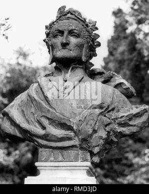 The bust of Dante Alighieri, the famous Italian poet, stands in Torbole at Lake Garda. He lived from 1265 to 1321. - Stock Photo