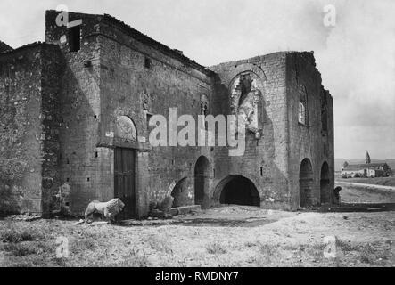 Italy, Basilicata, venosa, Church of the Holy Trinity, 1930 - Stock Photo