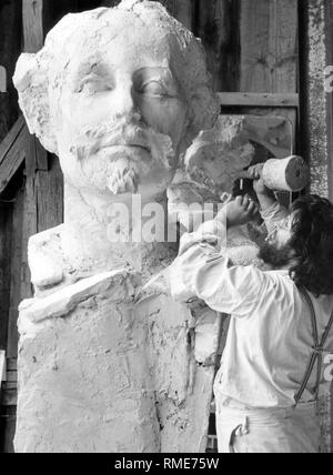 This photograph shows sculptor Claus Nageler, who made a plaster bust of King Ludwig II, which is to be cast in bronze and placed on a three-meter-high column. This bust will be a part of the King Ludwig fountain in Starnberg and will be set up at Bahnhofsplatz. The fountain was completed for the 139th birthday of King Ludwig II. - Stock Photo