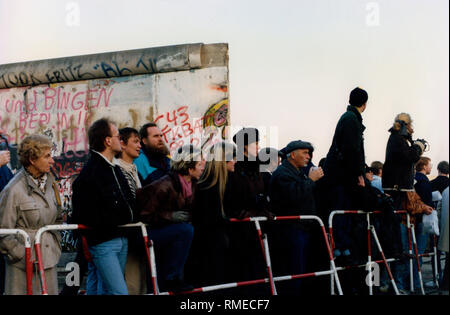 Shortly after the fall of the Wall, citizens of Berlin are standing at the new border crossing at Potsdamer Platz.  Wall opening November 1989, Berlin, The Wall, Germany - Stock Photo