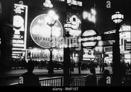 Piccadilly Circus in London: Pictures shows illuminated advertising (Daiquiri Rum, Underground, The Liquidator) and people (undated picture). - Stock Photo