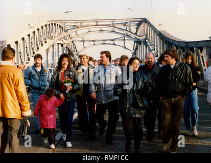 After the fall of the Berlin Wall numerous East Berliners visit West Berlin, here at the border checkpoint in Bornholmer Strasse. - Stock Photo