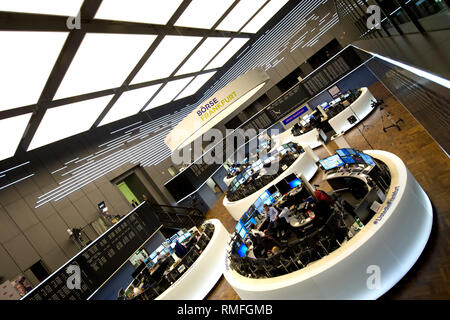 Frankfurt Am Main, Deutschland. 14th Feb, 2019. View into the trading floor of the Deutsche Boerse in Frankfurt, stock trading, Dax curve, price development, trading hall of the Frankfurt Securities Exchange, broker, display board, computer trading, stock trader, overview, stock prices, Dax, general, feature, marginal motive Press conference of the German Boerse AG in Frankfurt am Main 02/14/2019. | Usage worldwide Credit: dpa/Alamy Live News