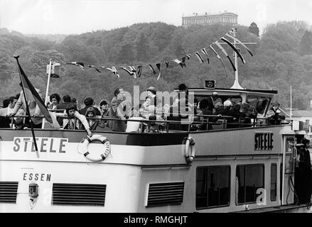 Scene of a boat trip with the Steele on the Baldeneysee overlooking the Villa Huegel in Essen in May 1975. - Stock Photo