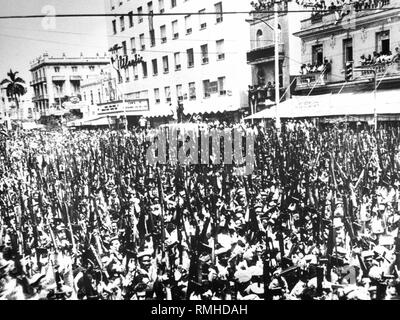 A few days before the Bay of Pigs Invasion by Cuban exiles supported by the CIA, thousands of armed militiamen are marching past Fidel Castro to demonstrate to the world the lasting character of the Socialist revolution. - Stock Photo