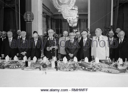 Reception in the Embassy of the USSR (Union of Soviet Socialist Republics) on the occasion of the 34th anniversary of the liberation in Berlin, the former capital of the GDR, German Democratic Republic. Foto: Heinz Schönfeld - Stock Photo