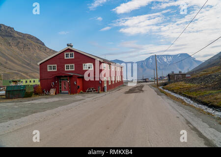 Longyearbyen (literally The Longyear Town) is the largest settlement and the administrative centre of Svalbard, Norway. Longyearbyen is located in the - Stock Photo