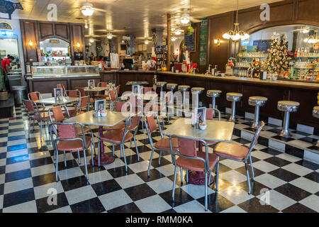 Brenham, Texas, United States of America - December 30, 2016. Interior view of Must Be Heaven restaurant in Brenham, TX, with people and furniture. - Stock Photo