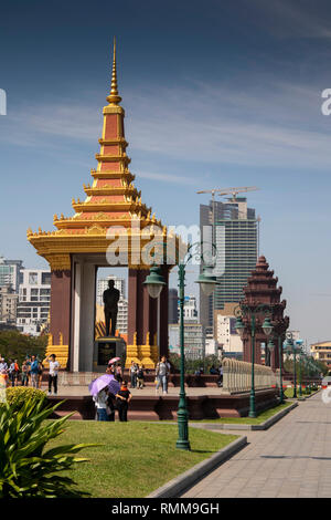 Cambodia, Phnom Penh, Monument to His Majesty Ling Preah Bat Samdech Preah Norodom Sihanoukh - Stock Photo