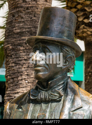 Bronze sculpture statue of Hans Christian Andersen, Danish author wearing top hat, by sculptor Jose Maria Córdoba, Malaga, Andalusia, Spain - Stock Photo