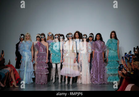 London, UK. 15th Feb, 2019. Models pose at the Bora Aksu show during the London Fashion Week 2019 in London, Britain on Feb. 15, 2019. Credit: Han Yan/Xinhua/Alamy Live News - Stock Photo