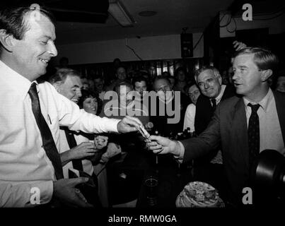 Former Massachusetts Governor Bill Weld announced he will run against President Donald Trump for the Republican Presidential nomination in 2020. in this photo Massachusetts Governor Bill Weld pays his tab to Jerry Foley (left) during a campaign event at Foley's Tavern in Boston Ma USA photo by bill Belknap 1995 - Stock Photo