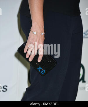 Kristin Davis 105 at the EMA 25th Annual EMA Awards 2015 on the Warner Bros Lot in Burbank. October 24, 2015.Kristin Davis 105  Event in Hollywood Life - California, Red Carpet and backstage, movie celebrities, TV celebrities, Music celebrities, Topix, Bestof, Arts Culture and Entertainment, Photography,  inquiry tsuni@Gamma-USA.com , Credit Tsuni / USA,  accessory wear by people on event. shoes, jewelery, ring, earring, bag ambience and others. from 2015 - Stock Photo