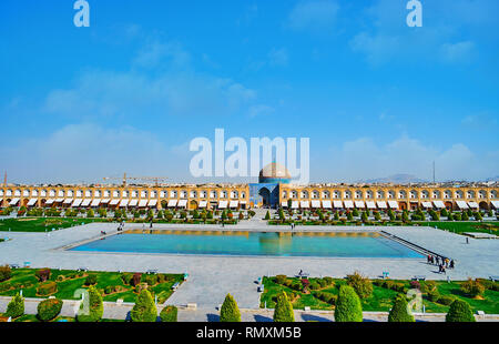 The view on ornamental garden, fountain and historic Sheikh Lotfollah mosque in Naqsh-e Jahan square from the summer terrace of Ali Qapu palace, Isfah - Stock Photo