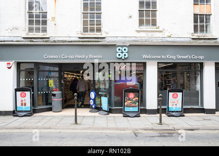 Co-op the supermarket, Kings Street Carmarthen branch.  Well known big brand high street food retailer. - Stock Photo