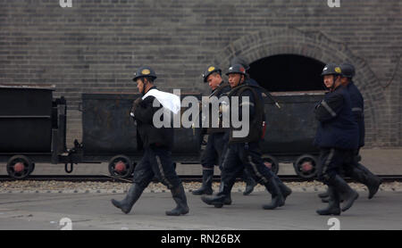 Datong, Shanxi, China. 12th Dec, 2018. Chinese coal miners walk to the tunnels in Datong, Shanxi Province (China's coal country), on December 12, 2018. China is the largest producer and consumer of coal in the world, making it the leading emitter of greenhouse gases from coal. China burns much more coal than reported, which has continued to complicate climate talks. Credit: Stephen Shaver/ZUMA Wire/Alamy Live News - Stock Photo