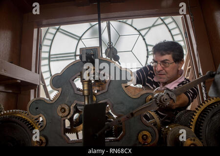 Sao Paulo, Brazil. 17th Feb, 2019. Watchmaker AUGUSTO FIORELLI adjusts the clock of the Portuguese Language Museum, in the tower of Sao Paulo's light train station, at the end of Daylight Savings Time in Brazil. Credit: Dario Oliveira/ZUMA Wire/Alamy Live News - Stock Photo