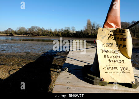 Banks of the Medina River at Newport, Isle of Wight, England, UK. - Stock Photo