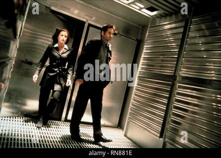 THE X FILES, GILLIAN ANDERSON , DAVID DUCHOVNY, 1998 - Stock Photo