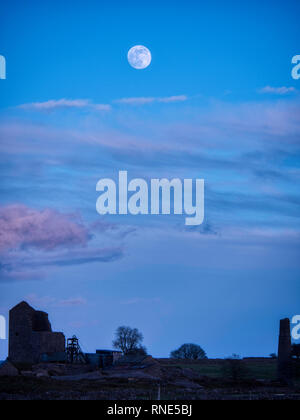 Derbyshire, UK. 18th Feb, 2019. Super Snow Full Moon rising over Magpie Mine historic buildings in the Peak District National Park, Derbyshire. The full moon will reach its closest point to Earth at 9.06 am on Tuesday 19th February 2019. It will be the biggest and brightest of the entire year appearing 14% bigger than usual and 30% brighter. Credit: Doug Blane/Alamy Live News - Stock Photo