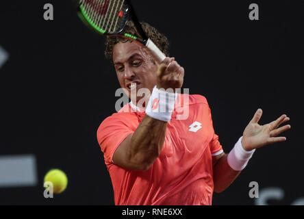 Rio De Janeiro, Brazil. 18th Feb, 2019. Roberto Carballes Baena of Spain returns a ball to Nicolas Jarry of Chile during the first day of Rio Open in Rio de Janeiro, Brazil, 18 February 2019. The sixth version of the Rio Open tournament runs between 18 and 24 February 2019. Credit: Antonio Lacerda/EFE/Alamy Live News - Stock Photo