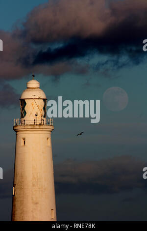 Whitley Bay, Northumberland, UK. 18th Feb 2019. UK Weather: Super Snow Moon Gibbous Moon at Saint Mary's Lighthouse, Whitley Bay. DavidWhinham/Alamy Live News - Stock Photo