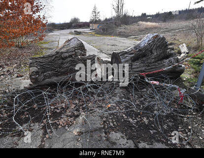 13 February 2019, Thuringia, Mühlhausen: Pieces of wood and barbed wire prevent entering and driving on a terrain. After discussions about the location of the Bratwurst Museum on a former concentration camp site in Mühlhausen, the city plans to approve the building near the originally planned site. But the city council still has to agree. The now planned site is located just north of the former satellite camp of the Buchenwald concentration camp, opposite the city forest. Photo: Martin Schutt/dpa-Zentralbild/dpa - Stock Photo