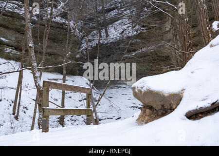 Entrance to French Canyon after a morning snow.  Starved Rock State Park, Illinois, USA - Stock Photo