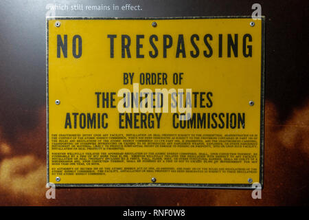 A 'No Trespassing by Order of the United States Atomic Energy Commission' sign, Nevada, United States. - Stock Photo