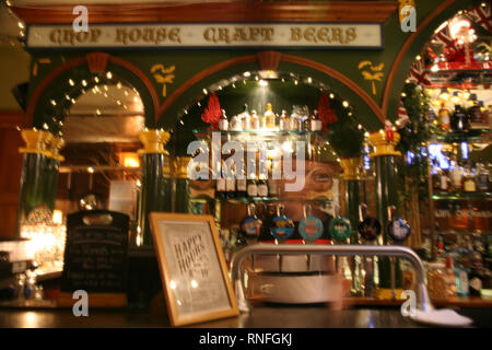 England, London, Westminster, Piccadilly, New Year's Day, A pub suitable decorated for the occasion,  a popular venue during the Parade. - Stock Photo