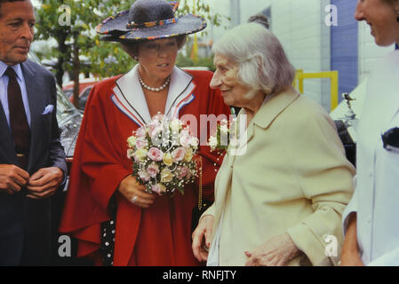 Queen Beatrix of the Netherlands and her husband Prince Claus meet an old Covent Garden resident on a Royal tour to London. England. 1989 - Stock Photo