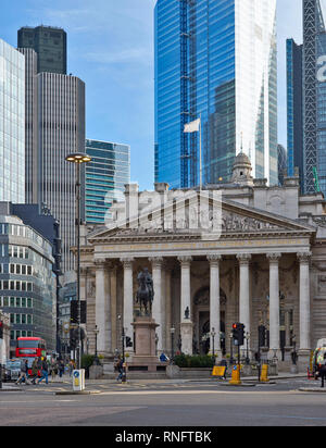 LONDON THE CITY OF LONDON ROYAL EXCHANGE AND EQUESTRIAN STATUE OF THE DUKE OF WELLINGTON - Stock Photo